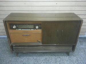 Mueble Combinado Antiguo de Tocadiscos y Radio marca
