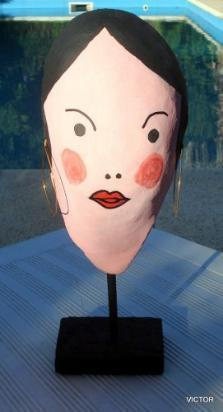 escultura -cara de papel mache y base de madera 33 cm de