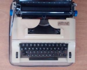 Maquina de escribir Remington con estuche