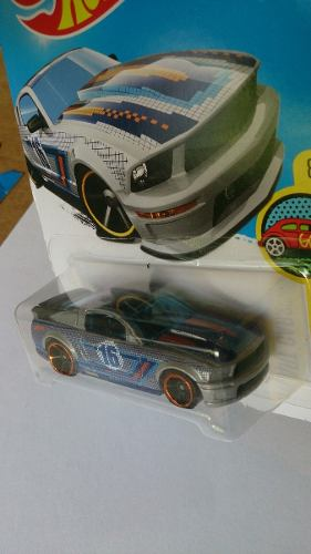 Auto Hot Wheels Modelo Ford Mutand