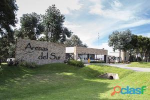 Lote de terreno en el Barrio Privado Arenas del Sur. 900 m2.