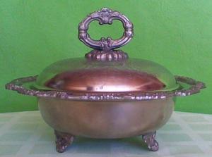 Fuente antigua con tapa o centro de mesa