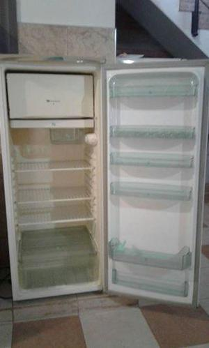 Vendo heladera con congelador. Marca WHITE WESTINGHOUSE.