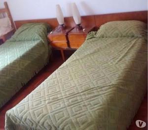 Vendo juego de dormitorio de dos camas
