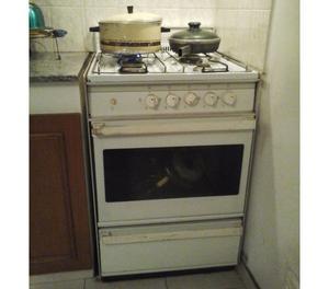 Cocina DOMEC *LIQUIDO* está en uso con Horno AUTOLIMPIANTE