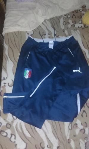 Pantalón puma de Italia talle M