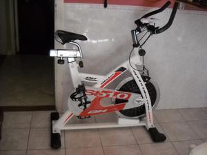 BICICLETA INDOOR CYCLING DE ALTA GAMA RANDERS BH H SB1