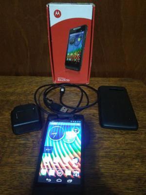 Vendo Motorola RAZR D3, usado, liberado, buen estado.