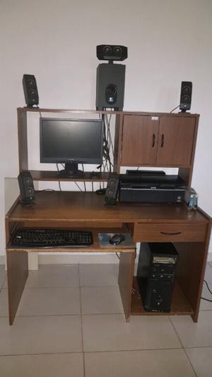 Mesa de escritorio con alzada