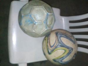 Vendo 2 pelotas de futbol, en muy buen estado.