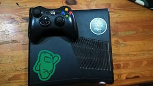 Vendo xbox 360 con 6 juegos y un joystick