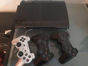 Play station 3 con 3 joysticks y juegos