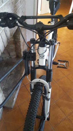 Vendo bicicleta exelente estado la marca se ve en la foto