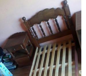 Cama de 1 plaza y mesa de luz de algarrobo