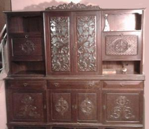 mueble aparador con talladuras hermosas
