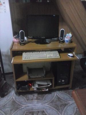 Vendo mesa para PC de melamina con ruedas, bandeja y estante