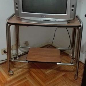 Antígua mesa de TV