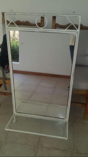 Espejo 113x60 cm, con estante de vidrio, marco en hierro