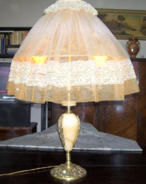 Hermosa lámpara de pié antigua - Bronce y peltre con