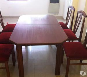 Vendo juego de comedor extensible en madera con 6 sillas
