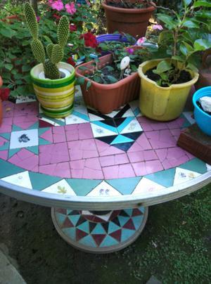 Mesa cemento y azulejos 4 bancos