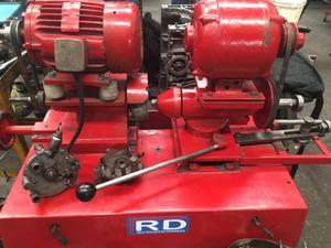 Máquina rectificadora de botadores y balancines