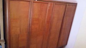 Ropero antiguo de madera
