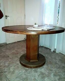Vendo Mesa de madera TIMBO..muy buen estado!!