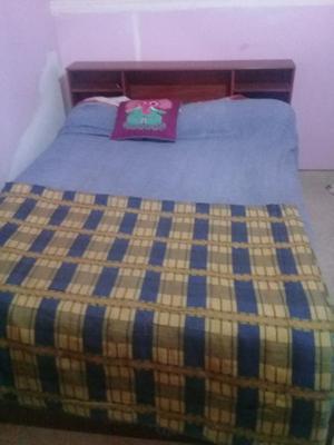 Vendo cama de madera con colchon de resortes