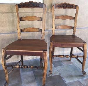 Par de sillas provenzal antiguas en perfecto estado