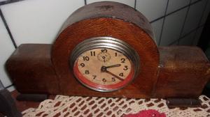 reloj en madera antiguo $-