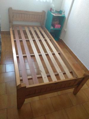 Cama de pino 1 plaza, en excelente estado, usada
