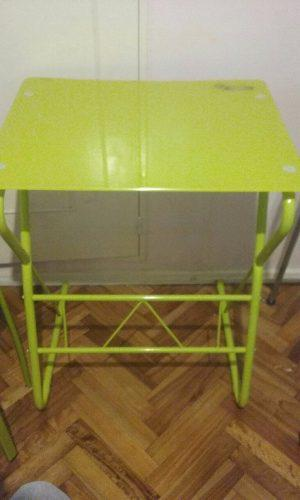 Combo Escritorio De Vidrio + Dos Banquetas Color Verde.