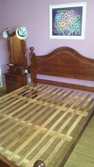 Juego de dormitorio 2 plazas algarrobo y 2 mesas de luz