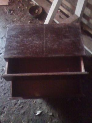 Muebles con dos cajones, excelente estado, poseo dos muebles