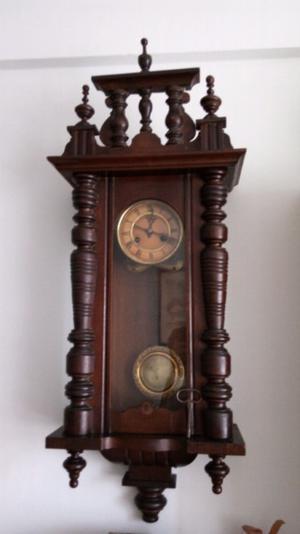 Reloj de pared pendulo alemán antiguo