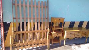 Excelente juego de dormitorio en guatambu torneado estilo
