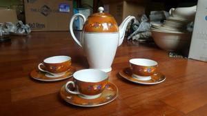 Cafetera y 3 tazas porcelana