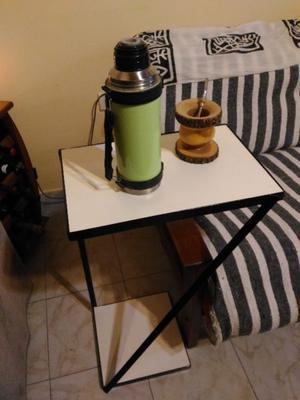 Mesa auxiliar o de arrime en hierro y madera