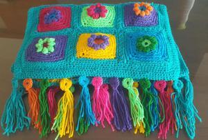 Pie de cama o Camino de mesa y almohadones tejido artesanal
