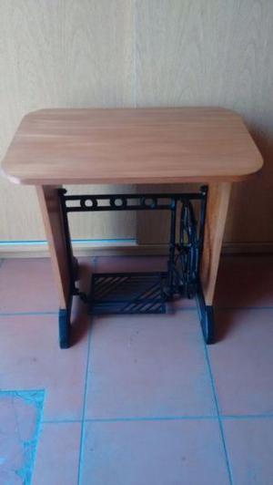 Mesa de melamina cedro con pie de metal de máquina de coser
