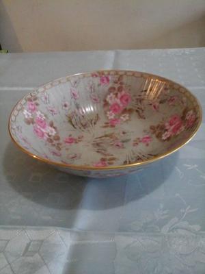 Fuente frutera de porcelana inglesa con bordes de oro,