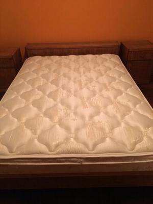 Vendo juego de dormitorio con colchón.