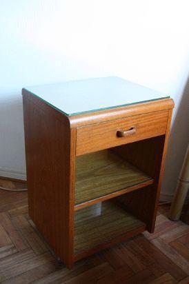 mesa con rueditas enchapada en roble con vidrio superior, 1