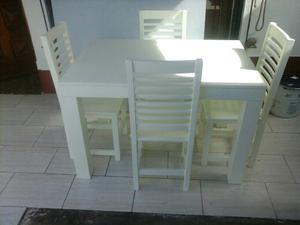 Combo de mesa y sillas laqueadas