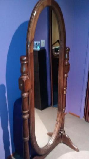 Vendo Espejo de Algarrobo de 1.80 Mts.