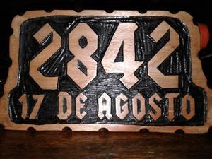 Direcciones talladas en madera