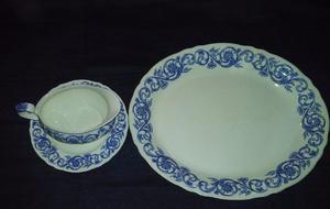 Juego de fuente, salsera y su plato porcelana inglesa.
