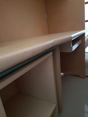 Mueble tipo biblioteca con escritorio