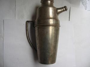 antigua coctelera plateada